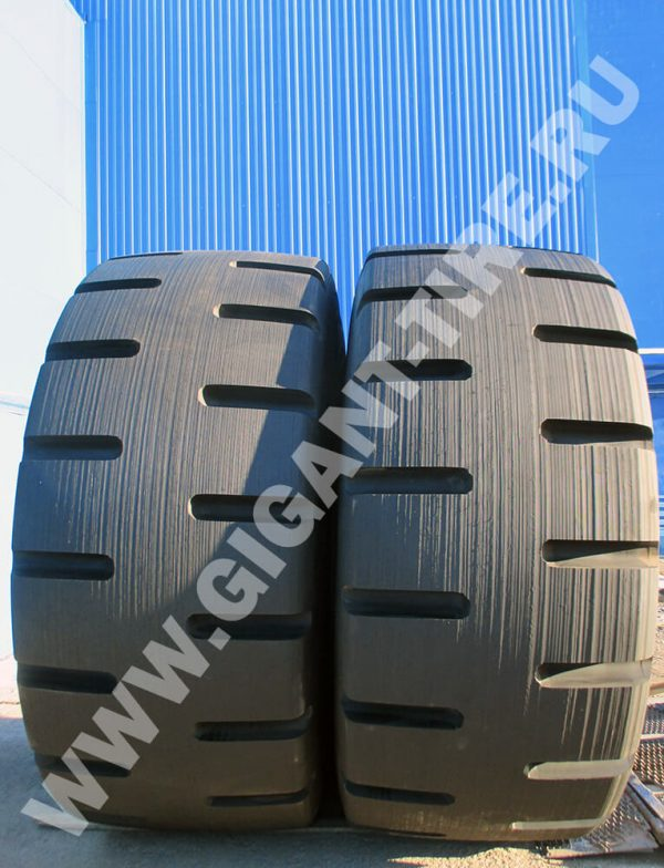 OTR tire Bridgestone D-Lug 45/65-45 retread
